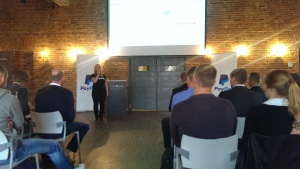 Małgorzata Kusiak reprezentująca PayPal w na konferencji w Poznaiu