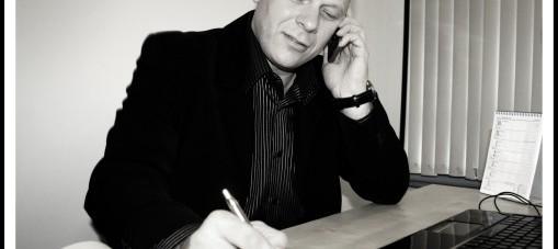 Andrzej Różański z telefonem