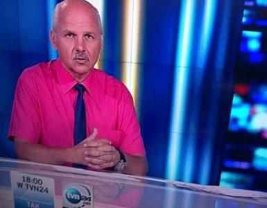 Redaktor w koszuli z krótkim rękawem i krawatem